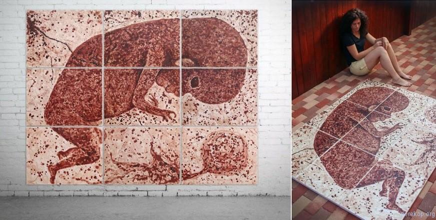 Румынская художница пишет свои картины менструальной кровью